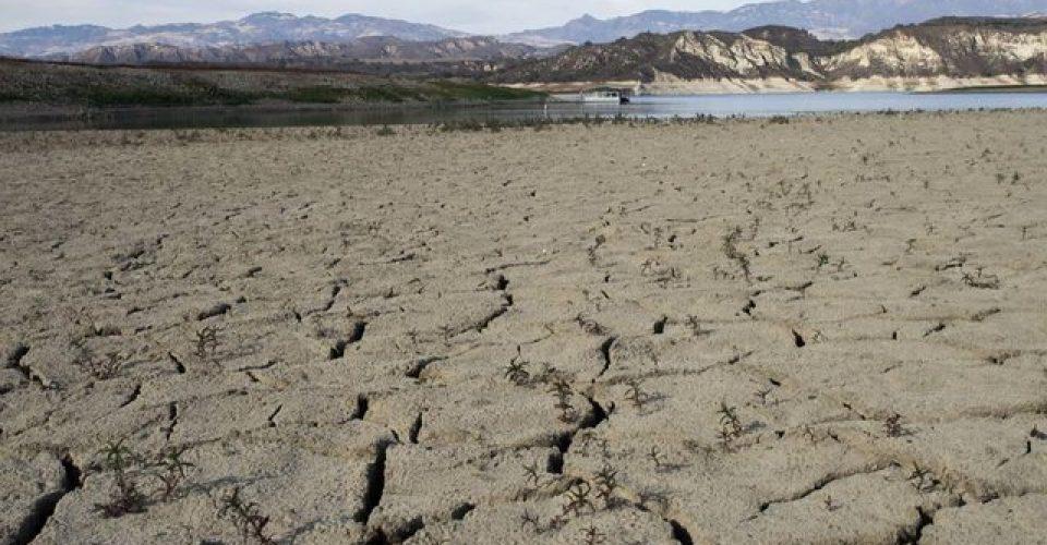 بررسی دلایل فرسایش بادی خاک